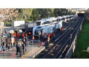Konteynerin düşmesi sonucu metro vagonunda yaralanan 10 kişi taburcu edildi