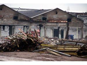 Fabrikanın Kullanılmayan Bölümünde Yangın Çıktı