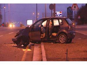 Süpürge aracına arkadan çarpan otomobilin sürücüsü yaralandı