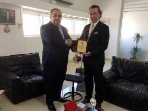 Gençler Tarafından Yılın İş Adamı Seçilen Ertan Birinci Ödülünü Aldı