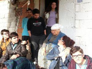 Öğrencilerden Yaşlılar İçin Duygulandıran Proje