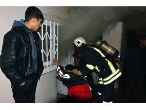 Bunalıma Giren Kadın Evini Ateşe Verdi