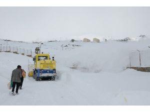 Hakkari'de 82 Köy, 209 Mezra Yolu Ulaşıma Kapandı