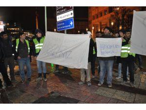 Stadyum inşaatında çalışan işçilerden eylem