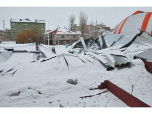 Patnos'ta Halı Saha Çöktü