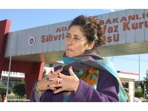 İzmir'den gelip yakın arkadaşı Can Dündar için umut nöbeti tuttu