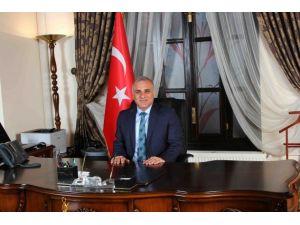 Vali Zorluoğlu 'Çalışan Gazeteciler Günü'nü kutladı
