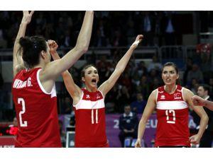 İtalya'ya 3 - 2 yenilen Türkiye'nin filede Rio umutları sona erdi