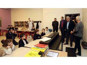 Başkan Karaosmanoğlu'ndan Özel Okula Ziyaret