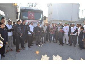 Osmaniye'den Suriye'ye 2 Tır Dolusu İnsani Yardım Malzemesi Gönderildi