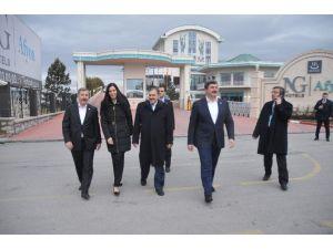 Bakan Eroğlu Basın Mensuplarını Ziyaret Etti