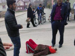 Bisiklet ile giden kadına otomobil çarptı: 1 yaralı