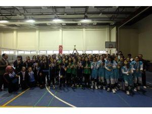 Yıldız Kızlarda Voleybolun Şampiyonu Karamelik Ortaokulu Oldu