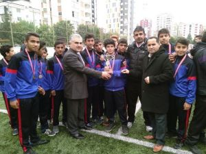 Okullararası Yıldız Erkekler Futbol Müsabakaları Tamamlandı