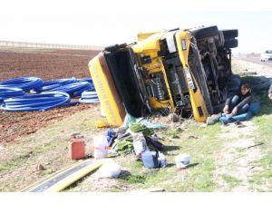 Nusaybin'deki trafik kazasında TIR sürücüsü yaralandı