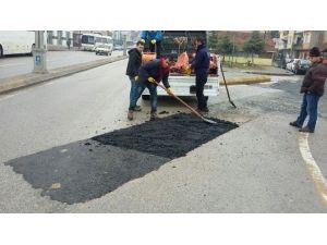 Kar Yağışından Bozulan Yollarda Tadilat Çalışmaları Yapılıyor