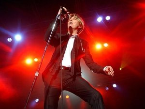 İngiliz şarkıcı David Bowie yaşamını yitirdi