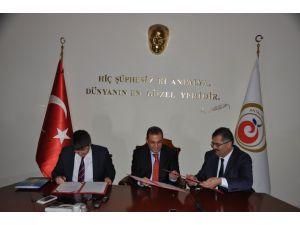 Antalya'da 6 kurum eğitim konusunda 3 farklı protokol imzaladı
