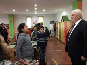 CHP'li Milletvekili Ekici'den Okuma Projesi'ne Destek