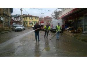 Hanönü Belediyesi Cadde Ve Sokakları Yıkıyarak Temizliyor