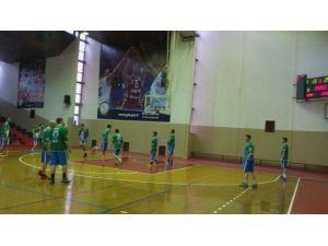 İzmit Belediyespor Erkek Basketbol Takımı Deplasmanda Kazandı