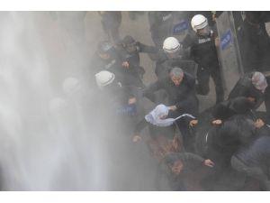 Van'da protestoya polis müdahalesi