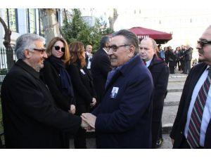 Gazeteci Zafer Mutlu, babasını son yolculuğuna uğurladı