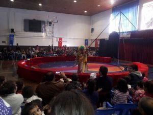 Çocuklar Sirk Gösterileri İle Eğlendi