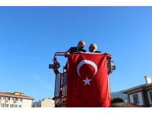 55 Metre Yüksekte Türk Bayrağı Açtı