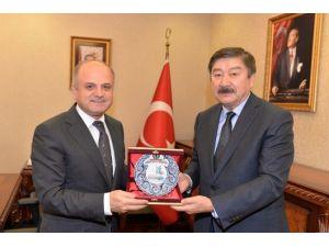 Turksoy Genel Sekreteri Prof. Dr. Kaseınov'dan Vali Çakacak'a Ziyaret