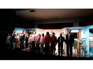 Ahmetlili Kadınlar Tiyatro'yu Çok Sevdi