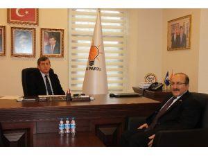 Başkan Gümrükçüoğlu, AK Parti İl Başkanı Revi'yi Ziyaret Etti
