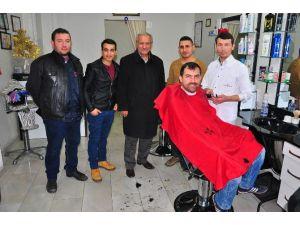 Manisalı Kuaförden Gazetecilere Ücretsiz Tıraş