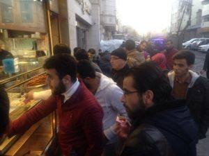 AK Partili Gençler Sur Esnafını Ziyaret Etti