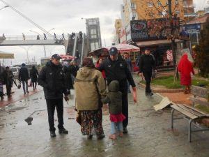 İzmit'te Dilencilere Ceza Yağdırıldı