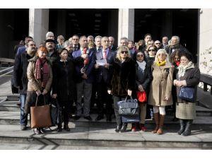18 STK'dan 'Cuma genelgesi' için Başbakan Davutoğlu hakkında suç duyurusu