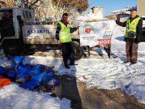 Kur'an Evi Derneği Ve Yardımeli Derneğinden Kömür Ve Battaniye Yardımı