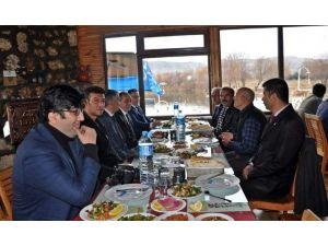 Kaymakam Ve Belediye Başkanı Gazetecilerle Yemekte Buluştu