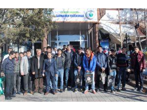 Gençlerden üniversite adaylarına kitap desteği
