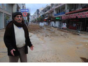 Su ve Kanalizasyon hattı yenileme çalışması mahalleyi çamurda bıraktı