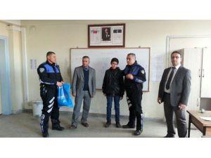 Bulduğu Cep Telefonunu Polise Teslim Eden Öğrenciye Ödül