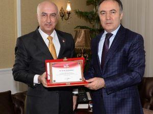 """Vali Altıparmak'tan """"Spor Kültürü Ve Olimpik Eğitim Projesi""""ne Tam Destek"""