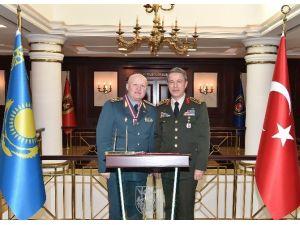 Kazakistan Kara Kuvvetleri Komutanı Maıkeyev, Genelkurmay Başkanı Orgeneral Akar'ı Ziyaret Etti