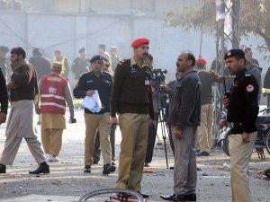 Pakistan'da aşılama merkezi yakınlarında patlama: 14 ölü, 10 yaralı