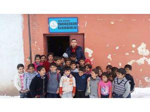 Kaymakam Mekan Çeviren, köy okullarını ziyaret etti.