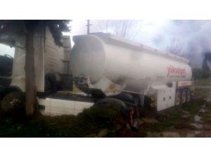 Söke'de Akaryakıt Tankeri Kaza Yaptı