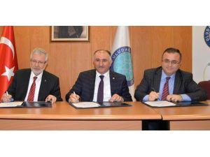 Uludağ Üniversitesi'ni Seçen Başarılı Öğrencilere Burs
