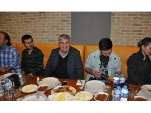 Başkan Mandalı'dan Gazetecilere Yemek Jesti