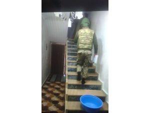 Nusaybin'de 5 eve baskın yapan jandarma arama yaptı