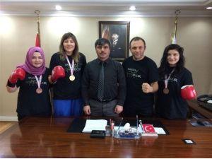 Başarılı Boksörlerden Özdemir'e Ziyaret